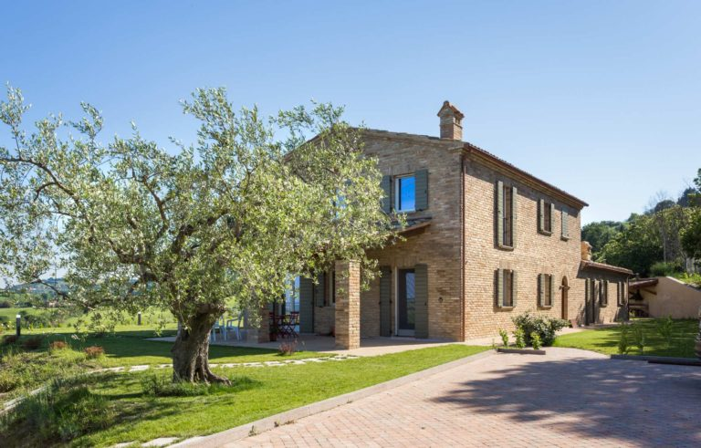 Renovation of a stone farmhouse upon the hills of Pesaro