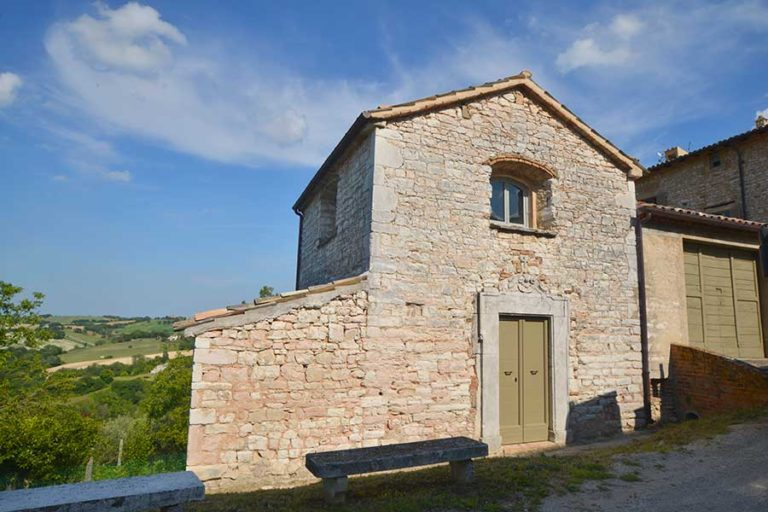 Restauro e ristrutturazione di un palazzo del '700 a Palazzo di Arcevia