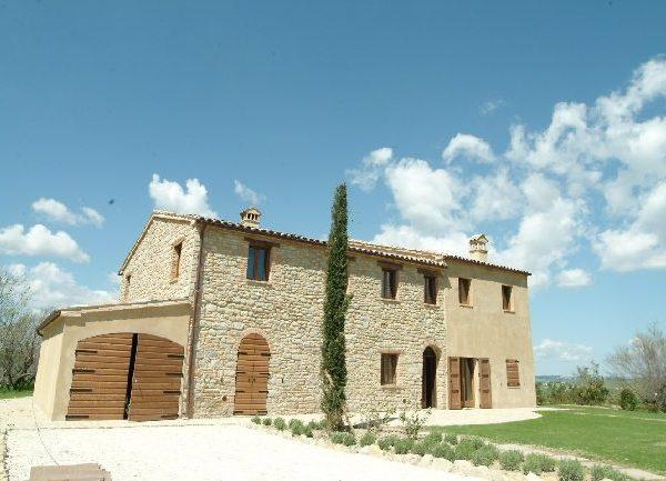 Progettazione e Restauro di un casale sulle colline di Staffolo