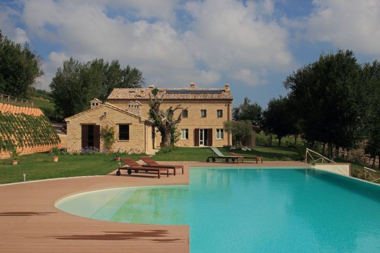 Farmhouse with swimming pool near Morro d'Alba