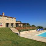 Farmhouse in Cingoli with swimming pool