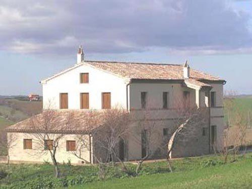 Farmhouse upon the hills of Jesi