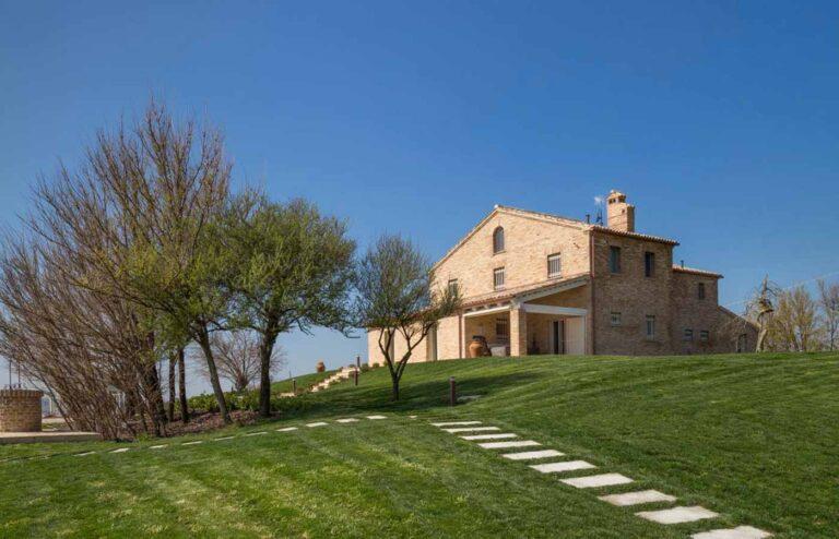 Restauro e ristrutturazione di un casale sulle colline di Senigallia