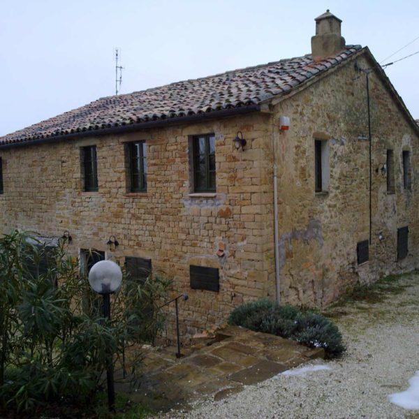 Ristrutturazione di un casale a Serra San Quirico