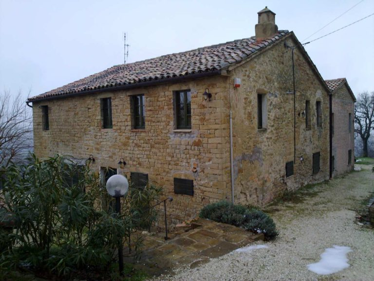 Restoration of a farmhouse in Serra San Quirico