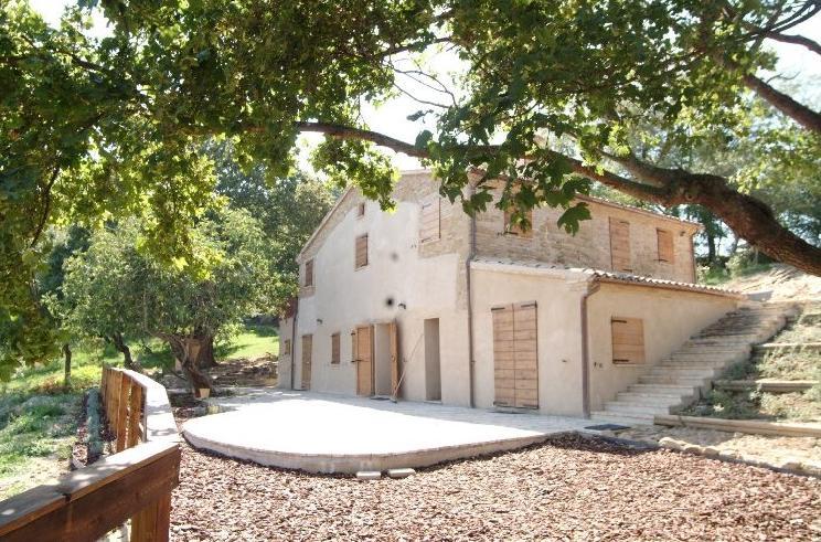 Restauro e ristrutturazione di un casale a San Severino Marche